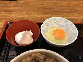 牛丼屋の生卵3